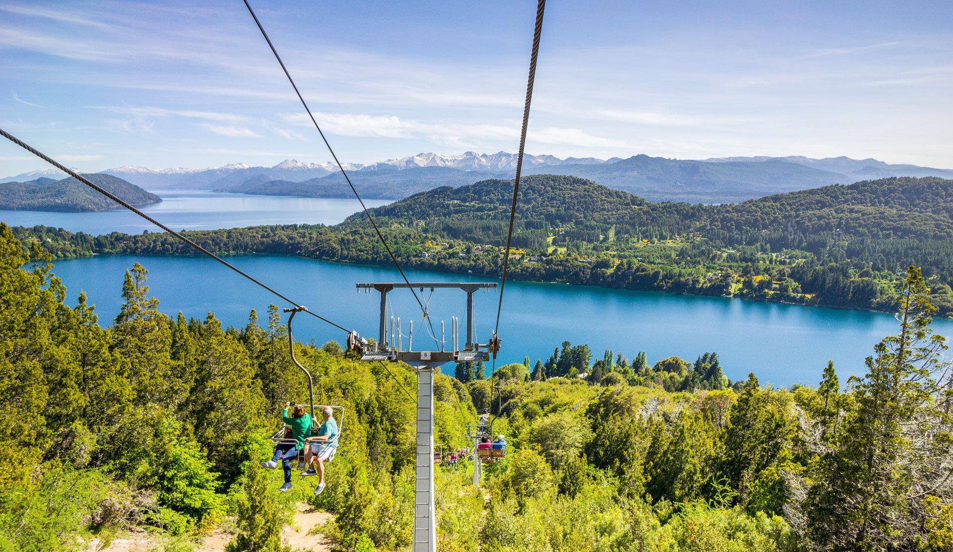 Bariloche erinnert mit seiner Bergkulisse und Sesselliften an das Schweizer Alpenpanorama. Quelle: Viventura