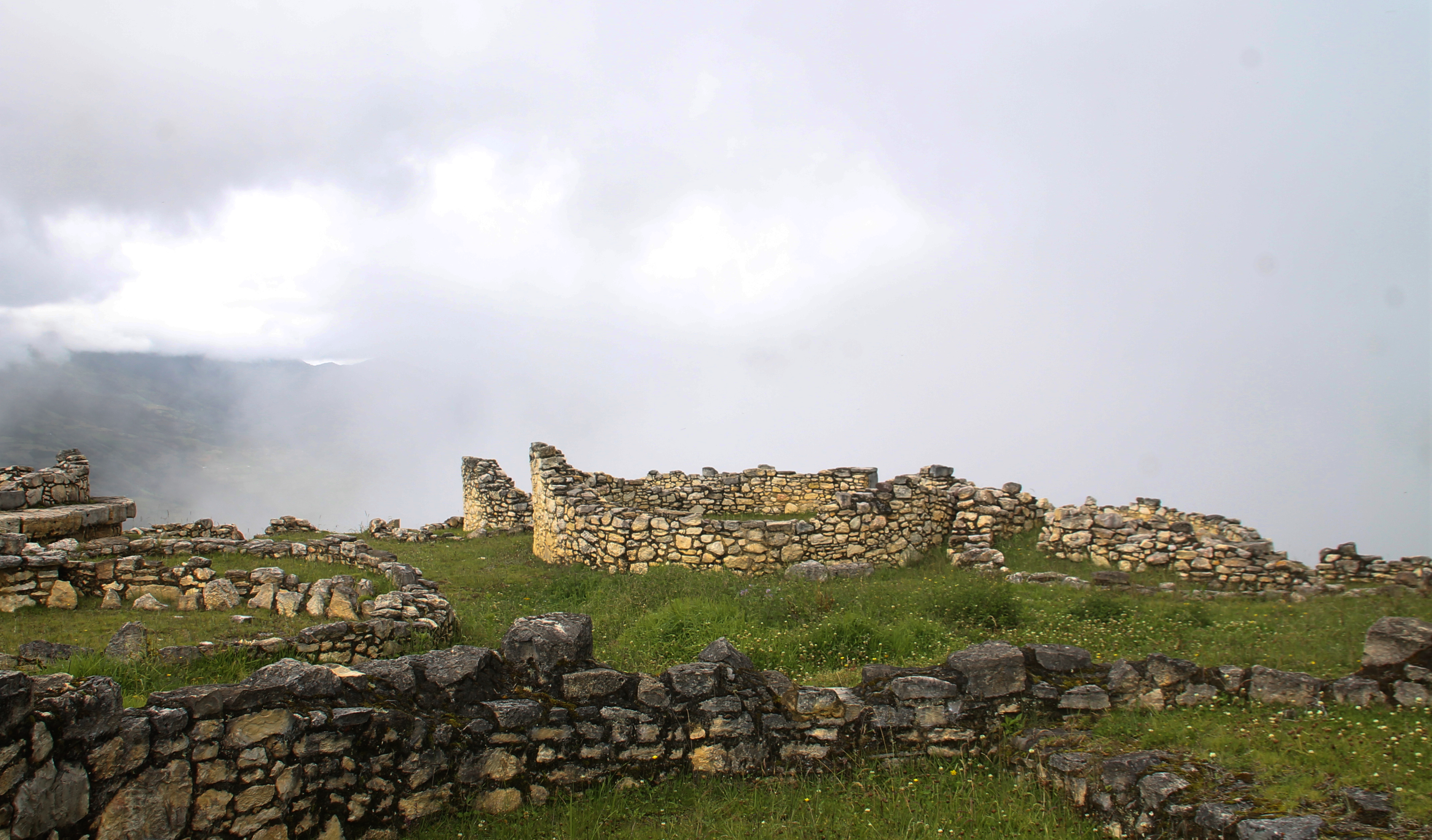 Über den Wolken: Die Ruinen der Chachapoya-Festung Kuelap