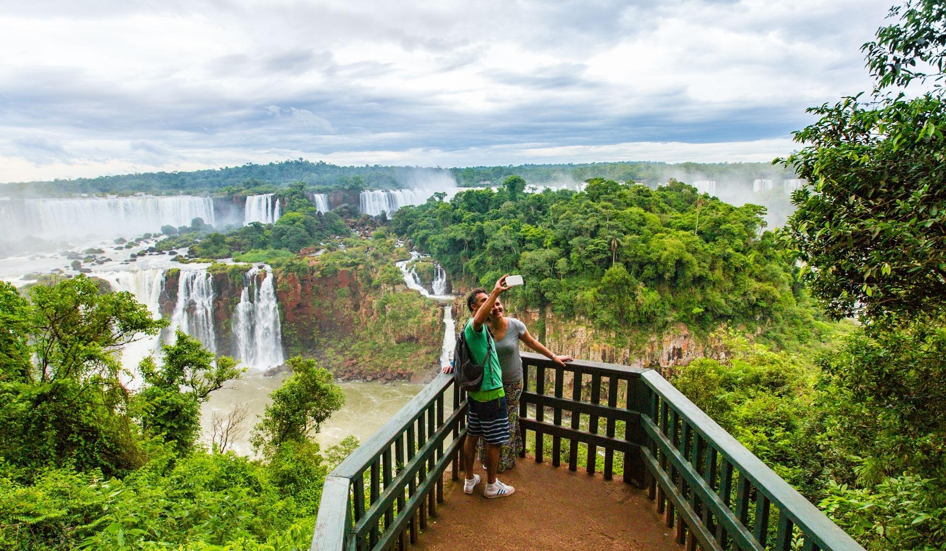Fauna und Flora ohnegleichen: Die Iguazú-Fälle sind ein einmaliges Naturwunder zwischen Argentinien und Brasilien. Quelle: Viventura