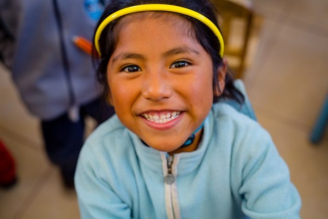 Grinsendes Mädchen in Peru