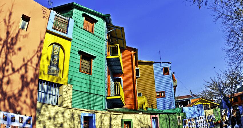 Das bunte Künstlerviertel um den Caminito lädt zum Verweilen und Stöbern ein. Quelle: Wikimedia