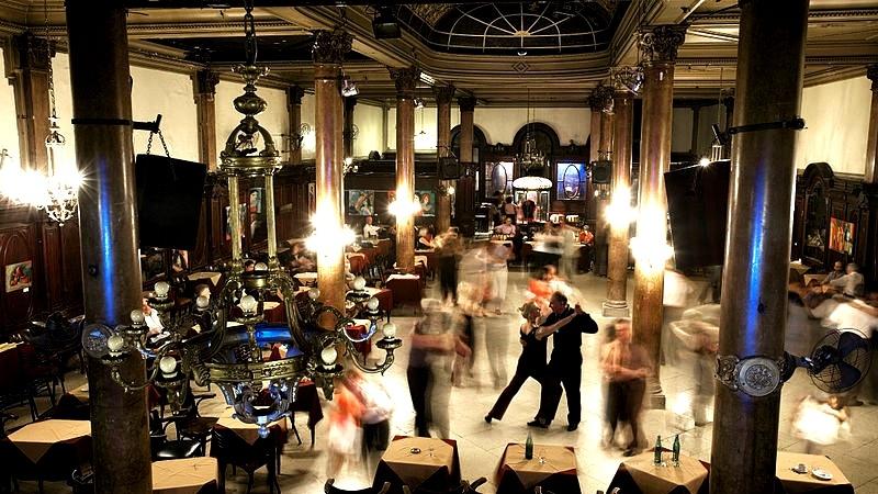 Tango Argentino in der Confiteria Ideal. Quelle: Wikimedia