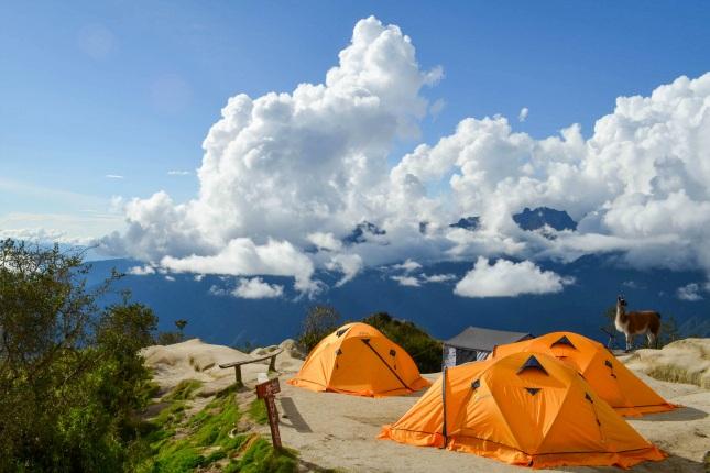 Auf dem Inkatrail bleibt, besonders an den Campingstellen, gerne mal Müll liegen. Damit der Trek nicht bald durch Plastikberge, sondern auch weiterhin durch die wunderschöne Natur führt, müssen Maßnahmen ergriffen werden!