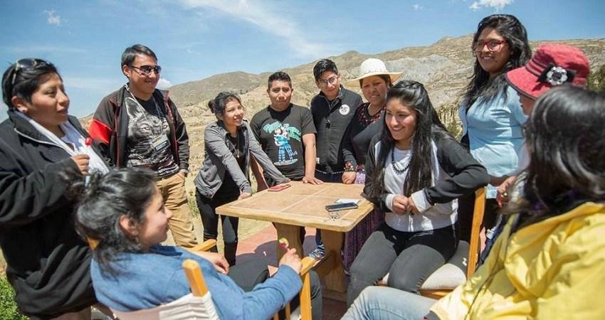 Menschenrechte in Bolivien: Carla setzt sich für die junge Generation ein und kämpft mit ihnen für ihre Landrechte.