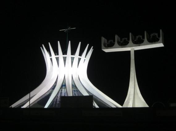 Oscar Niemeyer Gebäude: Catedral_Brasilia