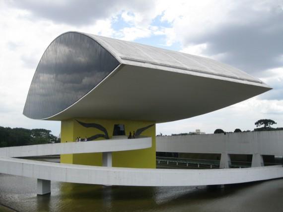 Oscar Niemeyer Gebäude: Museo_Oscar_Niemeyer