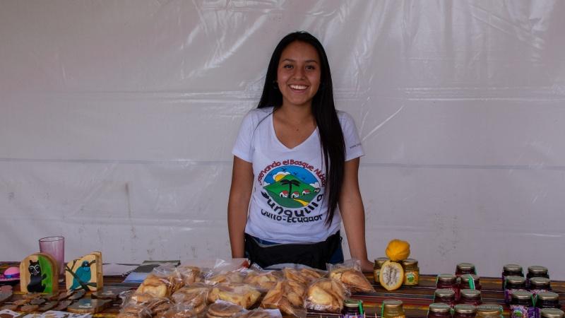 Liz studiert bereits, hilft aber immer wenn sie in Yunguilla ist, beim Verkauf der regionalen Produkte aus.