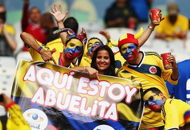 """""""Je suis là mamie"""", de l'humour ces supporters colombiens ©Reuters"""