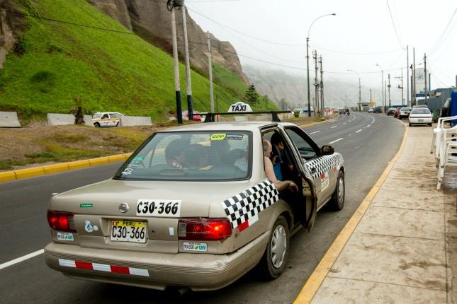 Wenn du dich nicht auskennst, es dunkel ist oder du einen wichtigen Termin hast, lohnt sich meist eine Fahrt mit dem Taxi