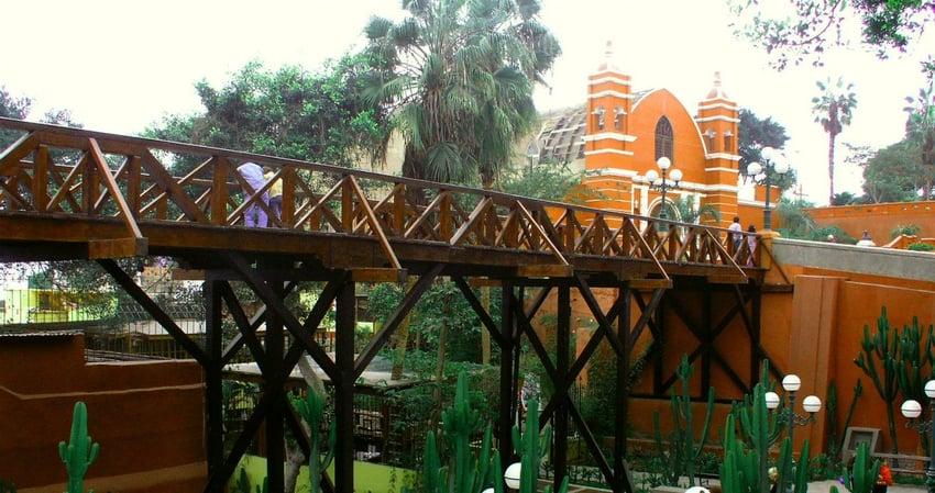 "Lima Sehenswürdigkeiten #6: Die Seufzerbrücke ""Puente de los Suspiros"" in Barranco. Quelle: Wikimedia Commons"