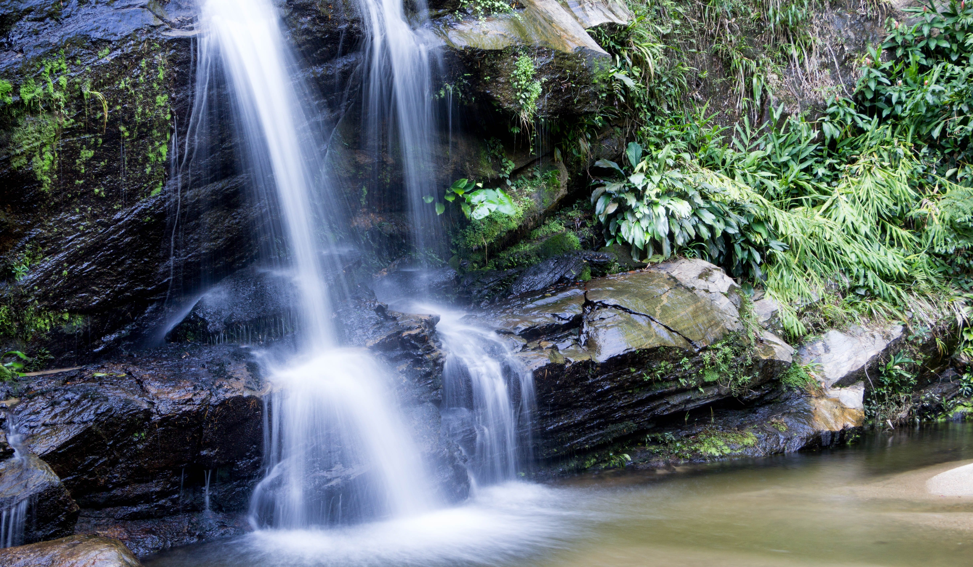 Tijuca Waterfalls sourcehttpsupload.wikimedia.orgwikipediacommons227Cascatinha%2C_Floresta_da_Tijuca.jpg