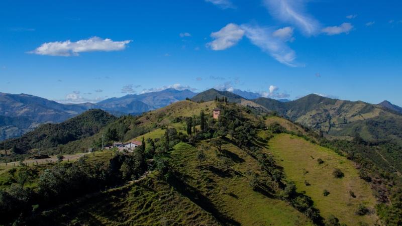 blick etwas oberhalb von Yunguilla auf die Andenketten.